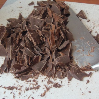 1. hacher 250g chocolat noir