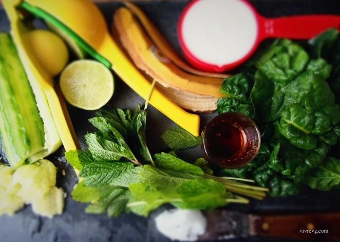 lime, banane, lait amandes, épinards, sirop érable, menthe, huile de coco