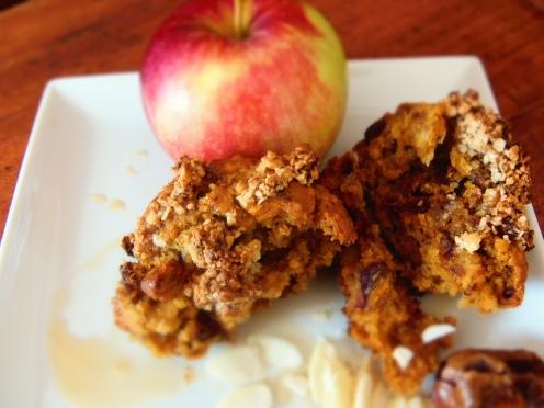 les dattes et les amandes font un muffin croquant et moelleux