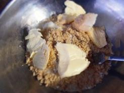 mélangez tous les ingrédients de la croûte